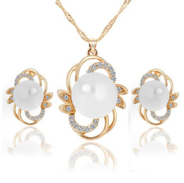 Wholesale 18KGP Pearl Necklace Earrings Jewelry Sets High Quality Fashion Crystal Flower Jewelry Set For Women H