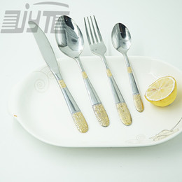 Wholesale Hot selling gold plated tableware stainless antique dinner set fine flatware nice polishing high quality household