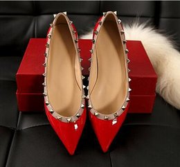 Wholesale summer valentine brand designer women shoes rivets shoes pointed toe red flats casual shoes fashion sexy Genuine leather