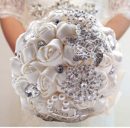 Luxury Handmade Rose Pearls & Diamonds Bride Holding Flower Wedding Bridal Bouquet Wedding Flowers Bouquets Brooch Flower Favors White