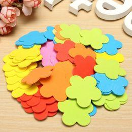 Sobre 50Pcs espuma de la flor pegatinas de pared pequeños Kinder ornamentos decorativos autoadhesivo cubierta exterior Metope Etiqueta desde adornos de pared al aire libre fabricantes