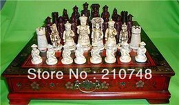 Wholesale Crafts Collectibles Vintage chess set and wood leather dragon phoenix table