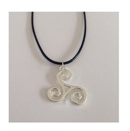 Wholesale 2015 Freeshipping Teen Wolf Triskele Necklace Triskelion Necklace Allison Argent Pendant necklace Movies Jewelry