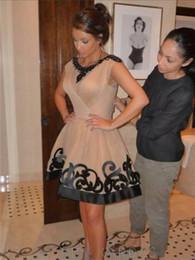 Vestidos cortos kim kardashian en venta-Kim Kardashian Bateau cuello de manga corta mangas de diamante negro con cuentas de encaje una línea de longitud mini desnuda Celebrity vestidos para los vestidos de fiesta de cóctel
