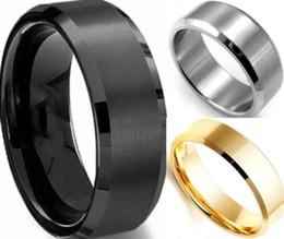 Bague de fiançailles en titane or à vendre-Lots Bijoux 8MM en acier inoxydable Bague en anneau en titane argenté noir hommes d'or SZ 7 à 12 engagement de mariage