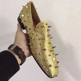 Wholesale Designer Brand or Spikes Tassel Red Mocassins Bottom Chaussures Femmes Hommes Flats Wedding Party Chaussures Robe Noire Suede Shoes