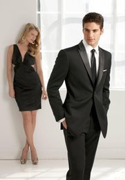 Custom black outside lapel a button on the high quality suits