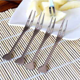 Wholesale Stainless Steel Appetizer Cocktail Fruit Forks with Heart Shape