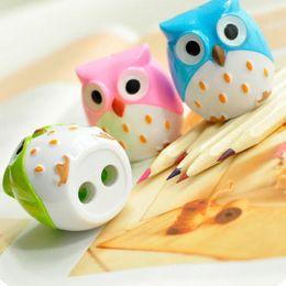 Niños mini lápiz en Línea-Color al azar Mini Kawaii Divertido Lindo Precioso Búho Patrón Lápiz de Ojos Lápiz Sacapuntas Niño de Escuela Favorita de envío gratis 00880