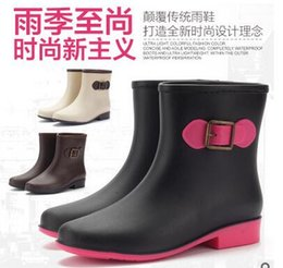 Wholesale Style Ladies barrel boots the material is made from PVC non toxic good texture good air permeability