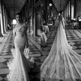 Extravagent Super Long Train Wedding Dresses Handmade Flower Empire Mermaid Trumpet Sexy Bridal Gown with Bateau Neckline Lace Wedding Dress