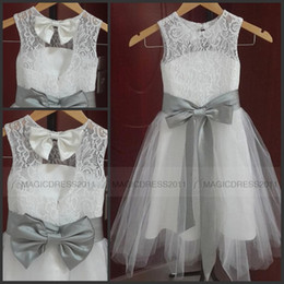Hot Sale Lovely Vintage Lace Flower Girl Dresses A Line Jewel Neckline Tulle Little Girl Formal Wedding Party Gowns Silver Grey Sash and Bow