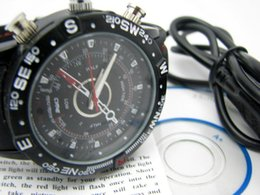 Caméscopes mini- en Ligne-Haute qualité CE certification HD Watch caméra étanche caméscope 1280 * 960 enregistreur vidéo Mini caméra cachée montre en cuir bracelet USB Diisk