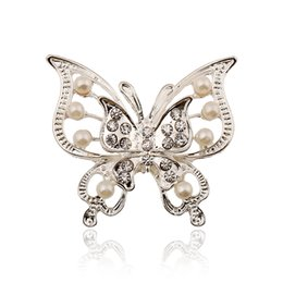 Wholesale New Arrived Koran Fashion Jewelry Metal Double Layers Hollow Out Crystal Pearl Butterfly Brooches Women Pins