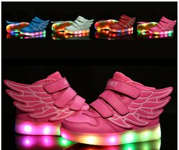 Promotion enfants enfants chaussures ailées Livraison gratuite Chaussures Enfants Avec Light Up Sneakers Pour Enfants USB Charging Sole Sneakers Luminous Chaussures Led Men Girls Chaussures Avec Ailes