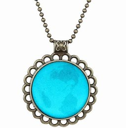 Glowing Round Statement Necklace Glowing Pendant Fashion Lady Girl Gift Decoration For Christmas Halloween Valentine's Day 10PCS LOT