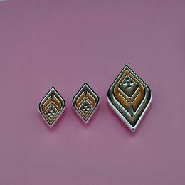 Wenzhou production of zinc alloy decorative flowers suitable wardrobe quadrilateral amber decorative flower wholesale