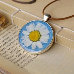 Girl Natural Dried Daisy Flower Pendant Necklaces Round Glass Real Flowers Pendant Long Wax Rope Necklaces nxl023