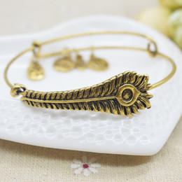 Wholesale Initial alphabet Bangle en argent / plaqué or simple câblage chanceusement bracelets pour hommes / femmes charme pulseras à partir de bracelets de charme initiales fabricateur