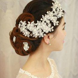 Robe perle Tiaras main Scrub Fleurs Coiffe de mariage Accessoires de cheveux supplier handmade scrub à partir de gommage main fournisseurs