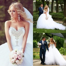 2015 Ruffles Ball Gown Wedding Dresses Sweetheart Pleated Beading Diamonds Featured Sweep Train Bridal Gowns for Garden Custom Made