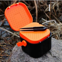 Wholesale 10 cm Fishing Live Bait Box Design Of Air Hole Magnet Switch Fishing Tackle Box with Clip