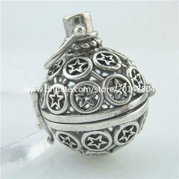 Wholesale Hollow Ball Star Locket Pendant Fragrance Essential Oil Aromatherapy Diffuser