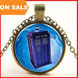 Wholesale New Doctor Who police box pendant necklace alloy time machine pendant glass time gem necklaces fashion movie jewelry