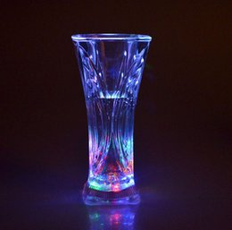 Wholesale Fashion Food Grade Plastic Material Water Activated Led Color Change Flashing Cup Bar Glowing Wine Glass