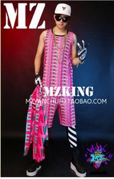 Male singer fashionable nightclub in Europe and the runway looks more colorful gradient letters lips costumes. S - 6 xl