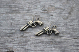 Wholesale 25pcs Gun Charms Antique Bronze D handguns Pistols Guns Charms Pendants x11mm