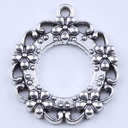 2016 DIY jewelry silver copper Retro Circular hole pendant Five plum flower round connection fit Necklace or Bracelets 200 pcs lot 1949c