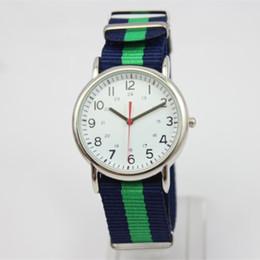 Mujer del estilo de reloj resistente al agua en Línea-2015 Nueva tapa caliente del estilo de lujo del reloj impermeable del deporte para los hombres de las mujeres de la correa de nylon de cuarzo Militar Reloj Reloj Reloj hombre