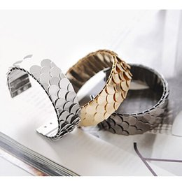 Wholesale LA002 Vintage metal fashion bracelet fish scale bling bracelet accessories for woman birthday gift