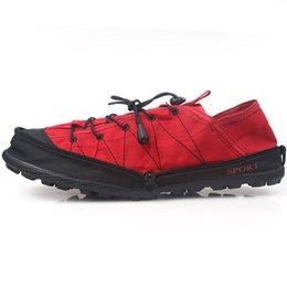 Acheter en ligne La conception de chaussures de couleur-Chaussure pliante en couleur rouge Sport de conditionnement physique Escalade à l'épreuve de l'eau randonnée pédestre Nouvelle arrivée unisexe pliable design agréable