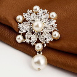 Fashion Rhinestone Brooches For Women Pearl Brooches As Gift Flower Shape Brooches for wedding Dresses Accessories