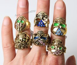 Wholesale 50pcs Big Gothic Skull Carved Biker Rings Colorful Rhinestone Oil Drop Craft Gold Tone Finger Ring R553 New Jewelry