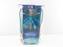 2017 muñecas de la muchacha 2014 New Flying infrarrojos LED de inducción congelados congelados muñeca Princess Juguetes Música del tema Elsa Anna Muñecas Juguetes Party Brinquedos muchachas de los cabritos 24pcs muñecas de la muchacha baratos