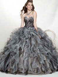 Wholesale Hot Selling Graduation Dresses Sweetheart Beaded Sequined Crystal Ruffles Organza Ball Gown Black and White Quinceanera Gowns Q150