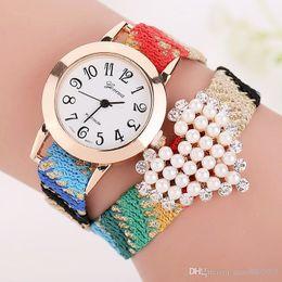 Cuero reloj pulsera corazón en venta-Reloj del cuarzo del caso del oro del reloj de Ginebra de la pulsera de cuero de las mujeres Nuevo reloj del Rhinestone de la perla del corazón del amor Reloj Mujer 2015 BW1661
