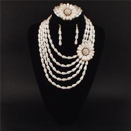 Acheter en ligne Mariage met en vente-Bijoux de mariage Sets Collier de Couche Peal Fleur design multi Délicat et Bracelet Boucles d'oreilles Hot Vente Jewelry Set 3011