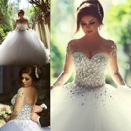 Promotion mariage strass robe de cristal 2016 robes de mariée à manches longues avec strass cristaux majeur perles robe de bal Backless élégant arabe Dubai robes de mariée a déclaré Mhamad