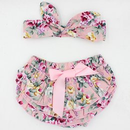 Wholesale 2016 New arrival stocks newborn baby girls fashion cotton ruffle bloomers toddler diaper cover with headband photo prop