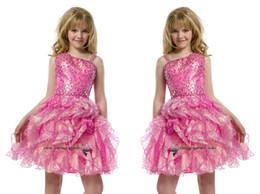 2015 lentejuelas pre adolescentes corto rebordear vestido rosa vestidos de las niñas plisados longitud de la rodilla niños pequeños vestidos grandes partido de las niñas desde niñas de lentejuelas vestidos del desfile proveedores
