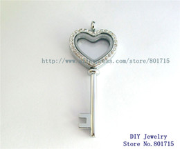 key shape Locket With Crystal Magnetic Closure Living Locket without floating charms can put in floating charms free ship