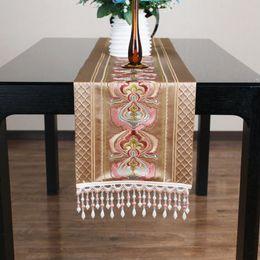pao de una moderna casa de chinos de gama alta camino de mesa de seda