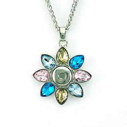 2017 pendentifs en cristal Pendentifs à la mode Collier 4 couleurs interchangeables 12mm Snap Button en plastique Crystal Flower Statement Necklace For Women Jewelry