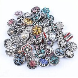 20pcs lot High quality Mix Many styles 18mm Metal Snap Button Charm Rhinestone Button Ginger Snaps Jewelry Randomly