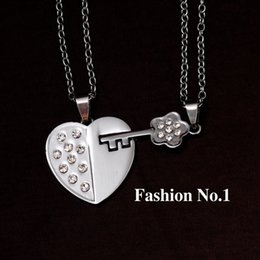 Wholesale-Fashion Accessories Jewelry Gift Two Half Heart Flower Pendant Lovers Couple Pendant Necklace for Men Women