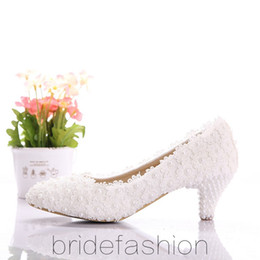 Wholesale Beautiful white lace wedding shoes low heel shoes pearl bridal shoes wedding photographs shoes